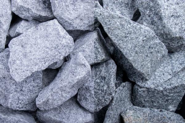 Granit Grau Steinschlag 32-56 mm - für grosse Flächen, schmale Gabionenzäune oder zur Bedeckung von Beetanlagenn