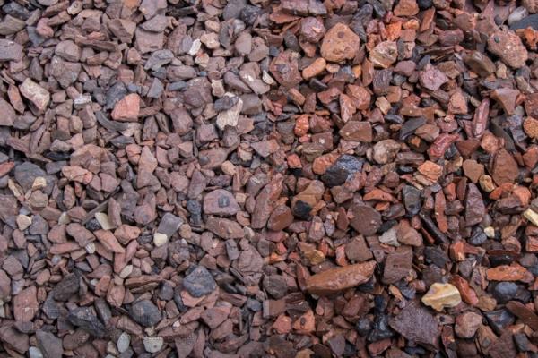 Teneriffa roter Minenstein Zierkies / Ziersplitt für Wege, Einfahrten, Parkplätze oder Beetanlagen 5-15 mm